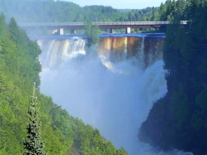 Kakabeka Falls, west if Thunder Bay, is the highest waterfall arouind Lake Superior